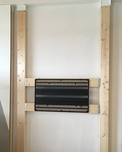 テレビ金具付き柱を設置