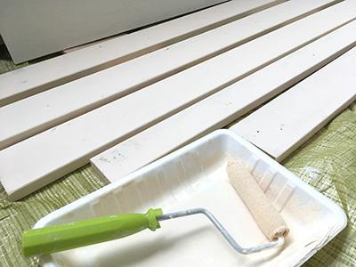 水性ペンキで白く塗装する