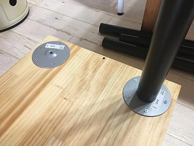 テーブル脚の取り付け