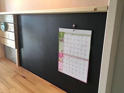 協力マグネットでカレンダーをつける