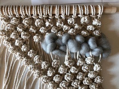 羊毛を織り込む