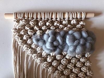 羊毛を整える