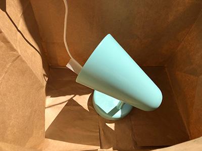 紙袋の中でスプレー