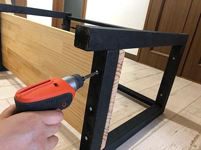 棚板を固定